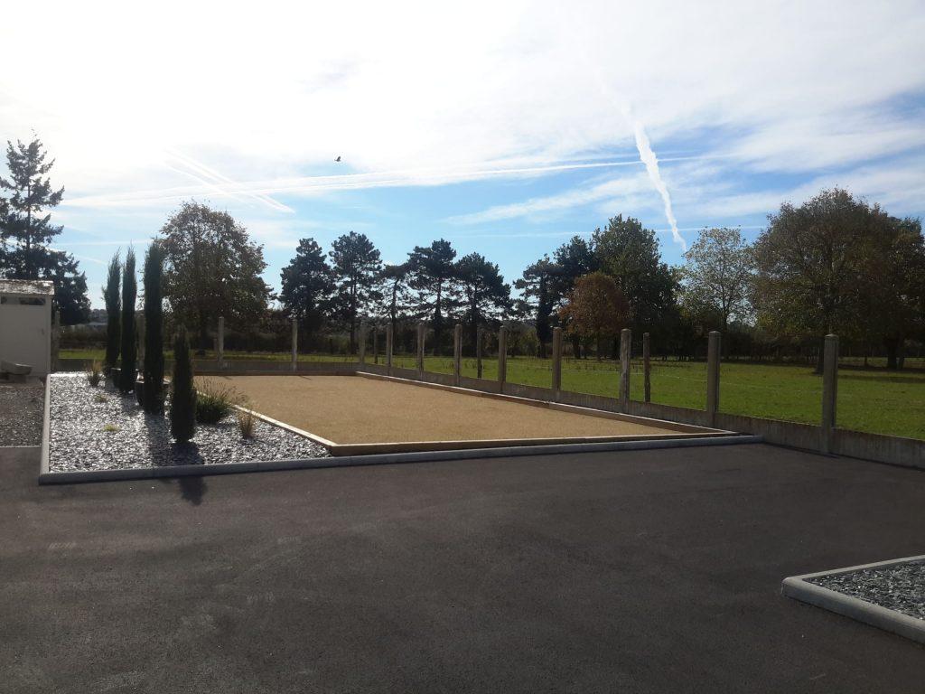 Terrain de boules ( 15 m x 6 m )