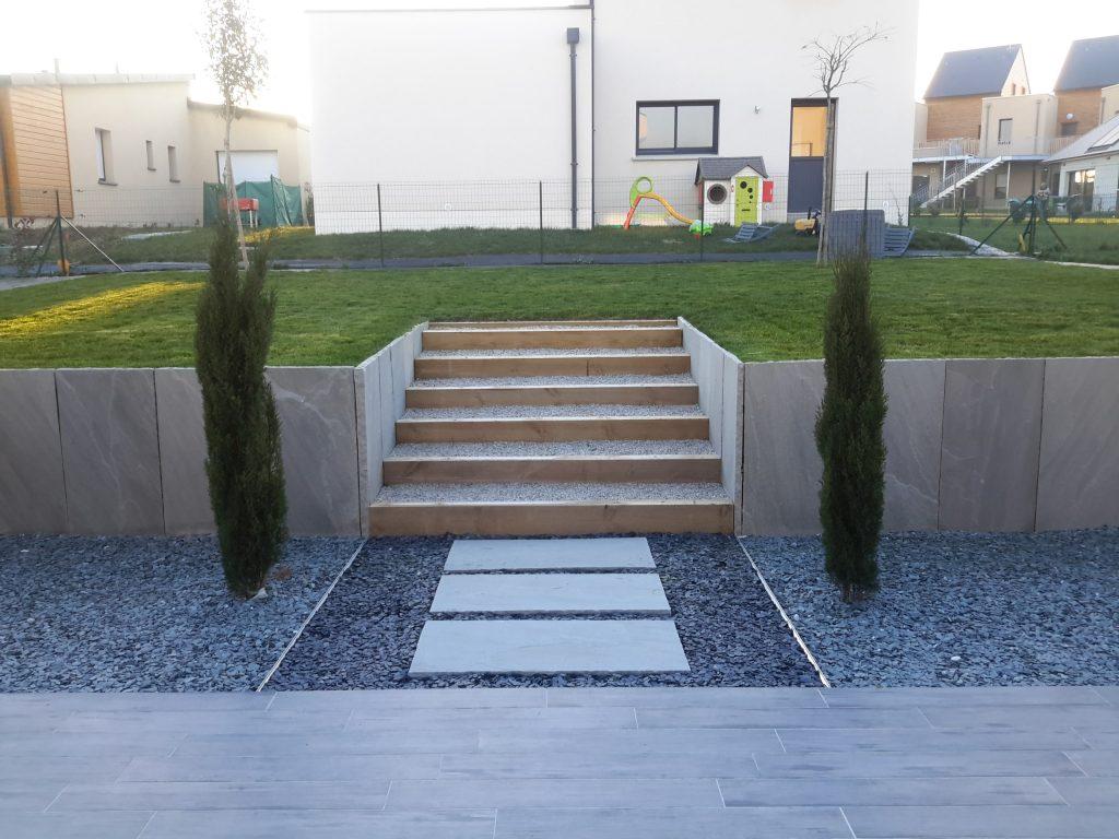 Aménagement total d'un jardin ( clôture, gazon, allées, massifs )