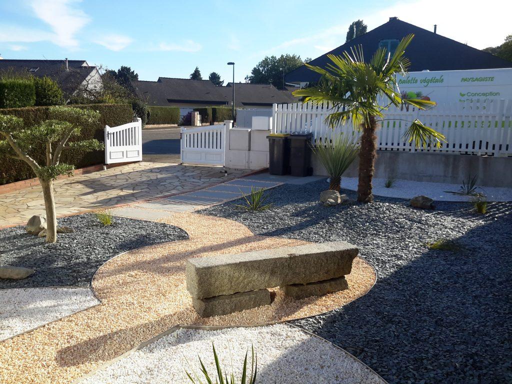 Conservation du banc en granit et aménagement autour de celui ci