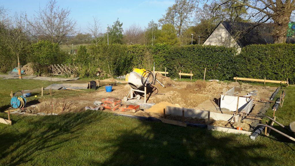 réalisation d'un bassin d'ornement, implantation et terrassement